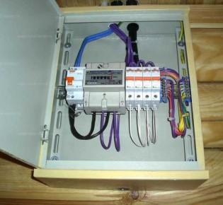 Подключение однофазного электросчетчика к сети в 220В: схема и инструкция по монтажу своими руками