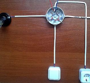 Схема подключения розетки, выключателя и лампочки в одной распределительной коробке