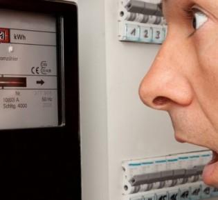 В чем может быть причина возникновения перерасхода электроэнергии в доме: возможные и их решение