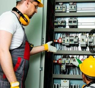 Как выполняется распределение нагрузки напряжения при установке ввода трехфазной электропроводки мощностью 380В