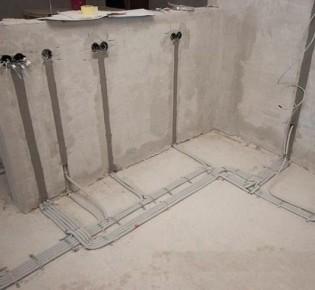 Варианты монтажа электропроводки по полу: схемы и правила работы, преимущества и недостатки