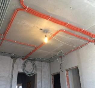 Как самостоятельно заменить электрическую проводку в панельном доме: возможные способы