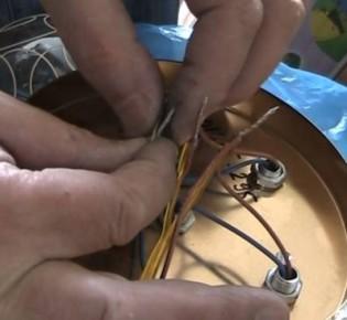 Подключение двух лампочек к единому выключателю: рекомендации и схемы монтажа