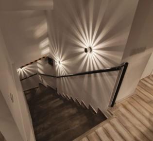 Примеры рабочих схем распределения освещения лестницы в доме: варианты дизайна, электромонтаж