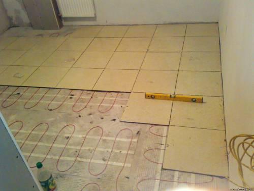 укладка плитки на теплый пол, уровень