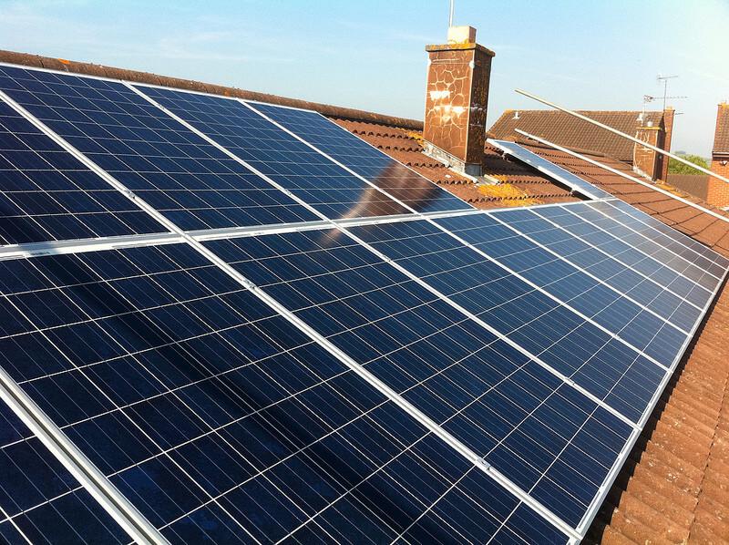 Подключение модулей на крыше загородного дома