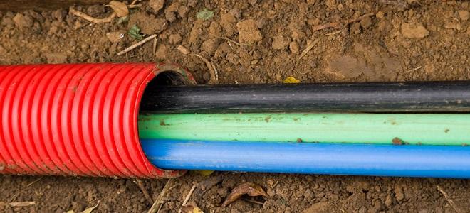 укладка кабеля под землей, правила безопасного монтажа домашней электропроводки