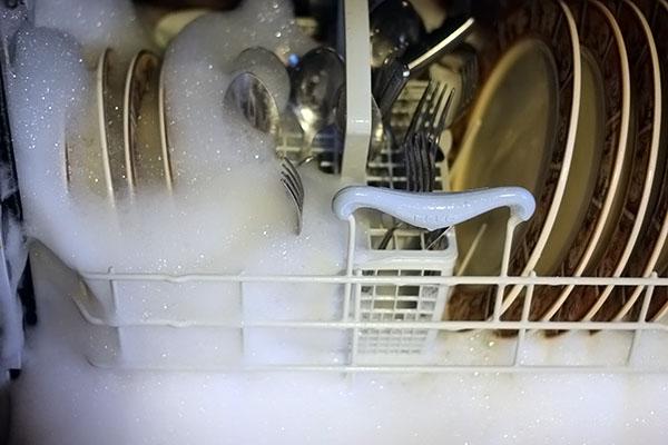 посуда в пене, машина