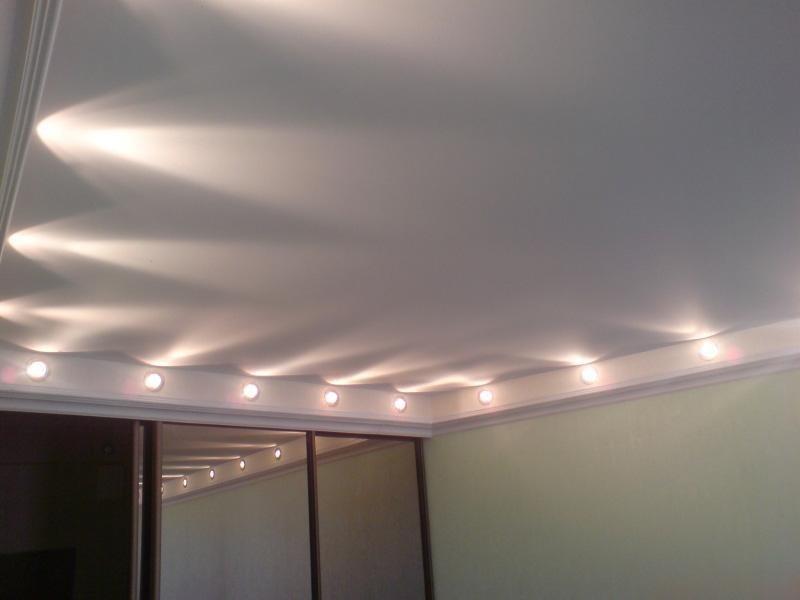 освещение натянутого потолка, вариант