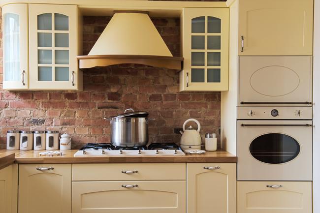Кухня с вытяжкой, выбор модели духовки