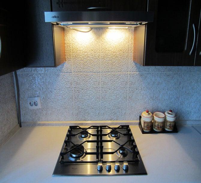 выбор подсветки на вытяжке на кухне