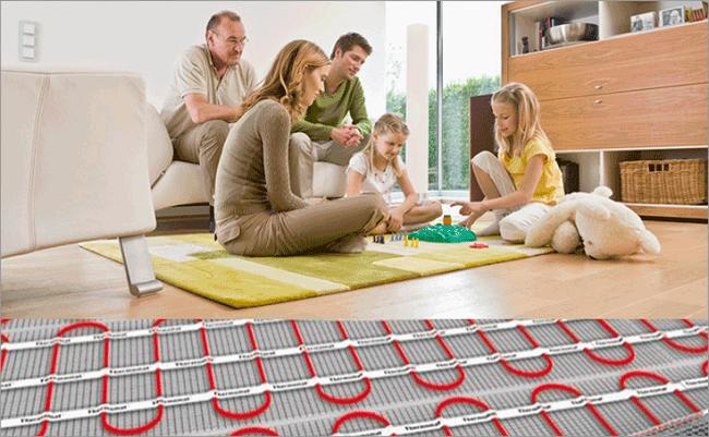 семья сидит на полу, теплый пол, установка термодатчика