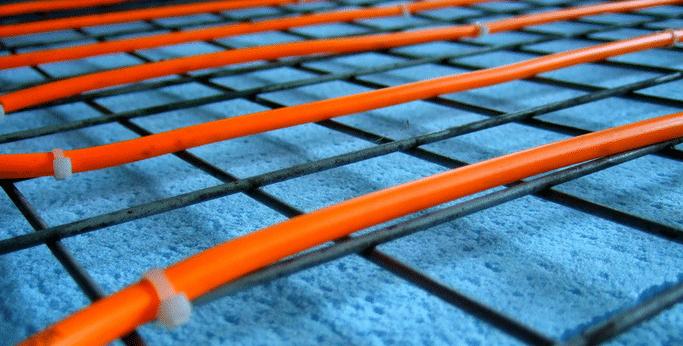 установка нагревательного кабеля для теплого электрического пола пластиковыми хомутами, термодатчик,