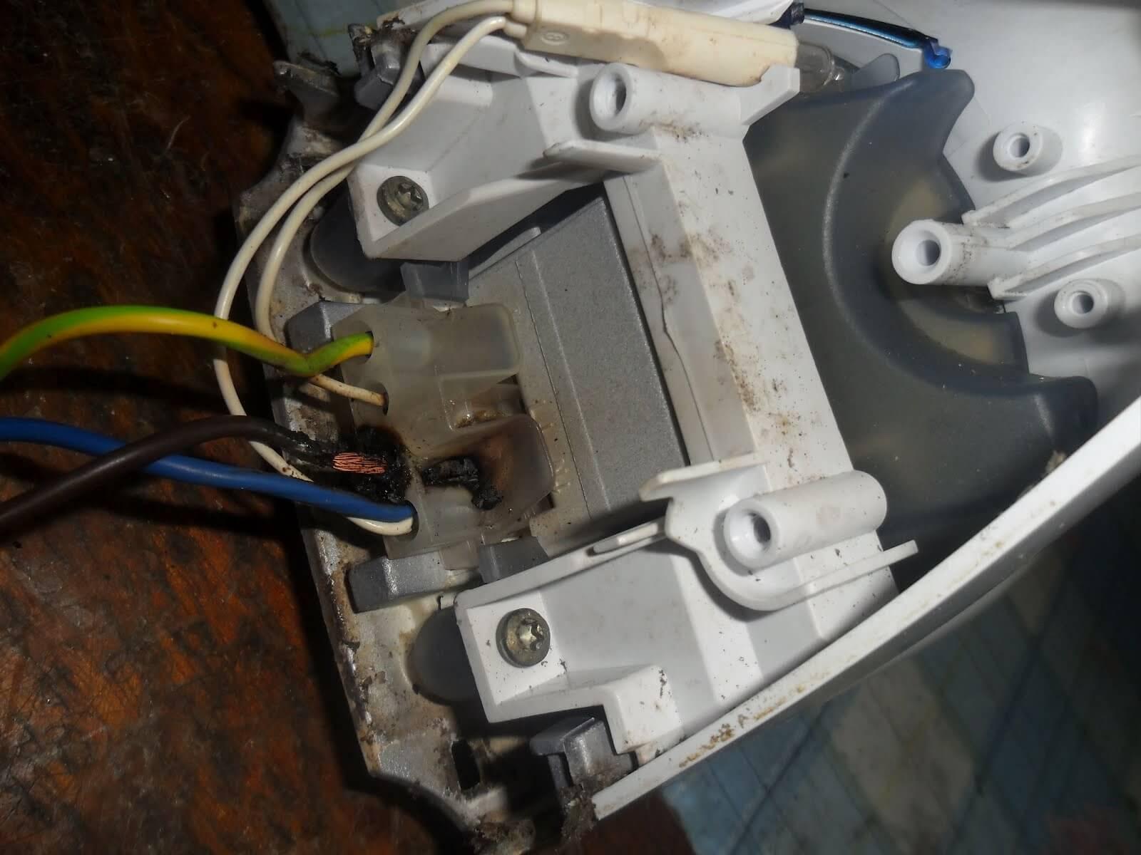 причина оплавления провода на утюге