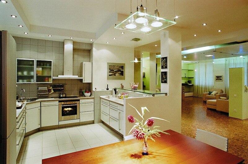 вариант кухни, потолок