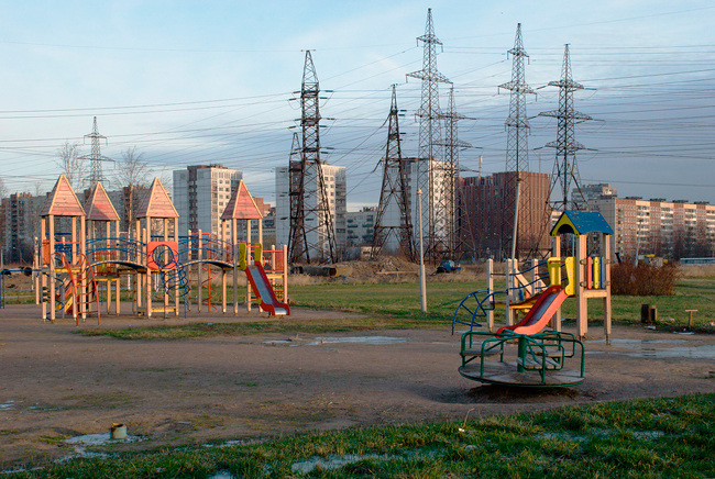 детская площадка, дома, природа, электропередач