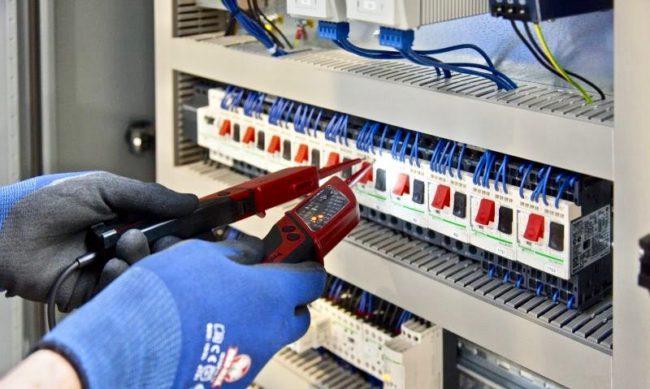 индикатор напряжения в руках, между проводами фазными