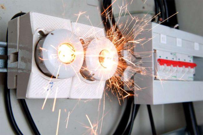 перенапряжение сети, между проводами фазными