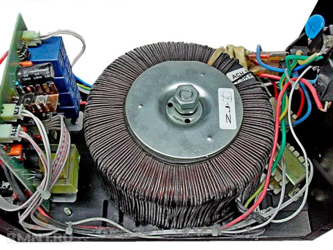 напряжения локального в домашней стандартной электросети