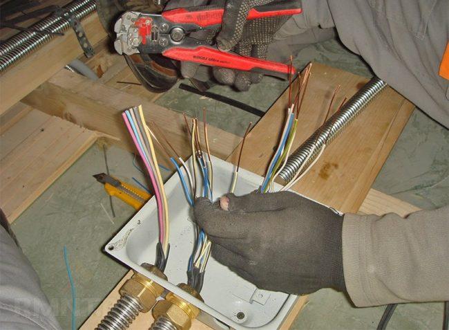 провода, руки, отжимы, материалы для монтажа проводки