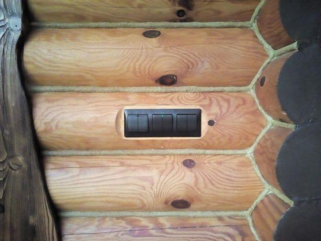 Как сделать скрытую электрической проводку в деревянном доме