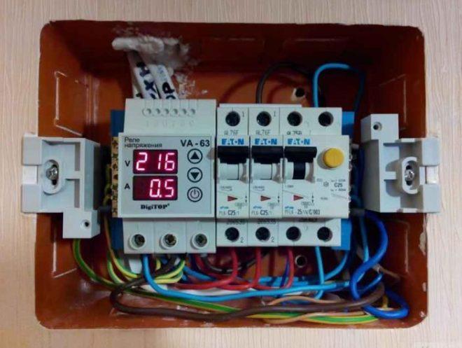 Реле в щите контроля фаз проводников