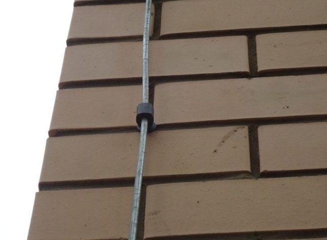 крыша, установка тросовой молниезащиты