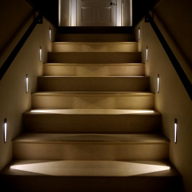 Схемы освещения лестницы в доме подвальный
