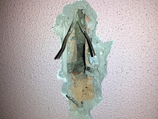Как найти провода в стенах