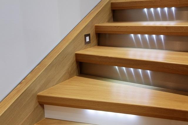 подсветка лестницы светодиодной