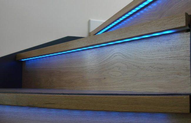 Светодиодная подсветка ступеней лестницы выбор