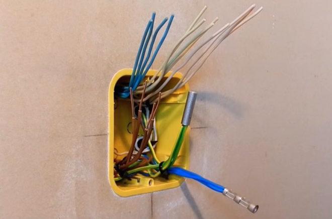 проводников с помощью гильз