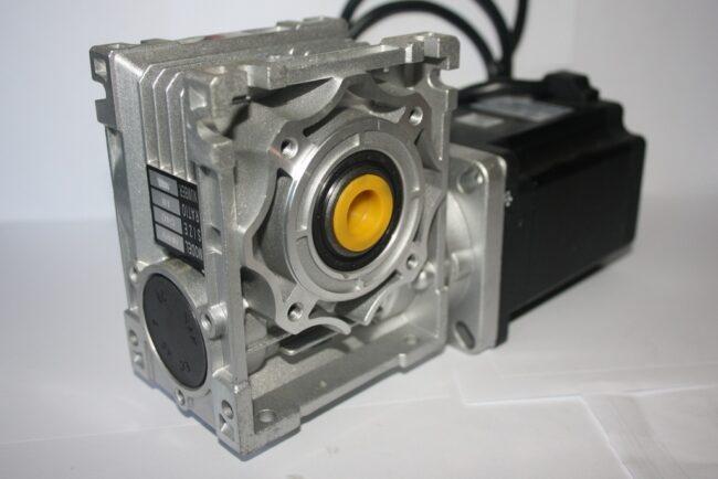 Шаговый обычный двигатель