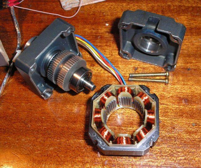 Шаговый пример двигатель