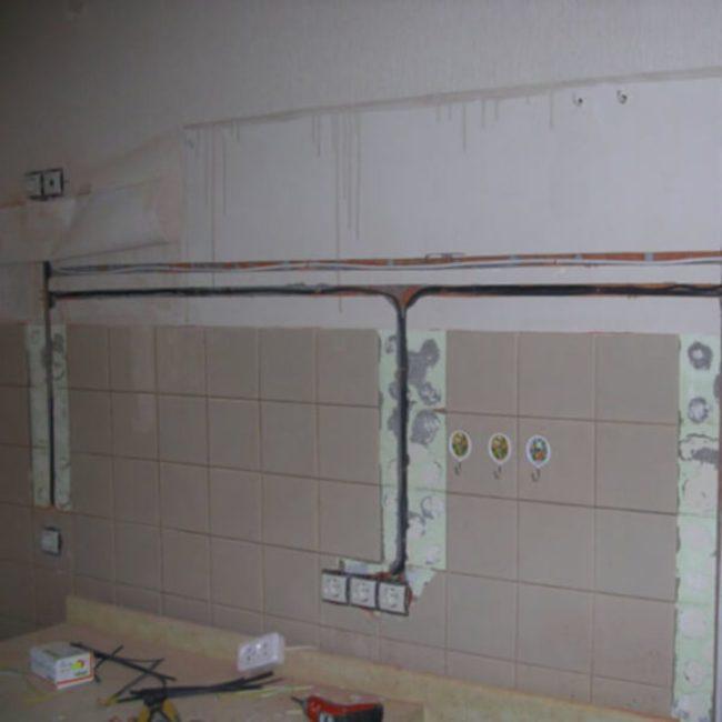 Монтаж проводки в кухне штробы
